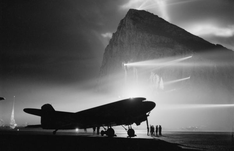 Illustration for article titled This Is Just Part Of One Of The Most Stunning Aviation Photos Of WWII