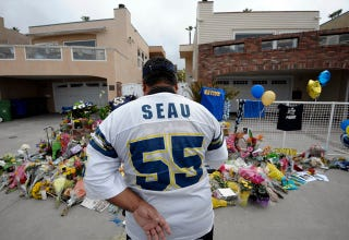 """Illustration for article titled These Craigslist Posts That """"Predict"""" Junior Seau's Death Are (Probably) A Sick Hoax"""