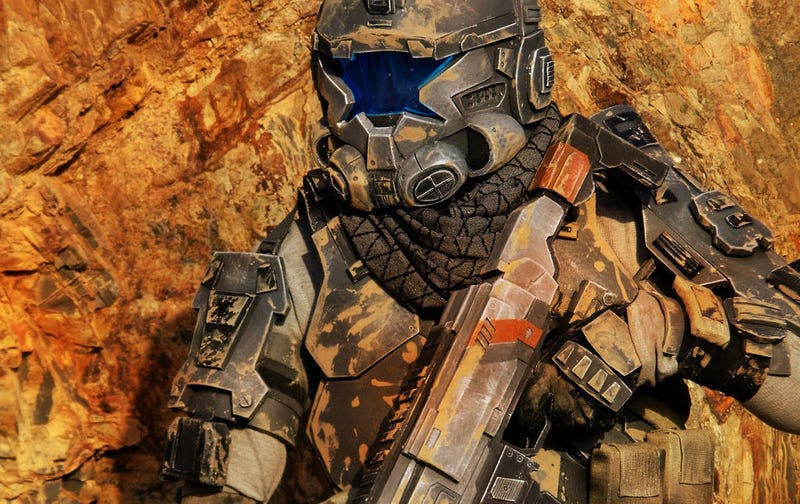 Illustration for article titled 30 Seconds To Badass Titanfall Cosplay