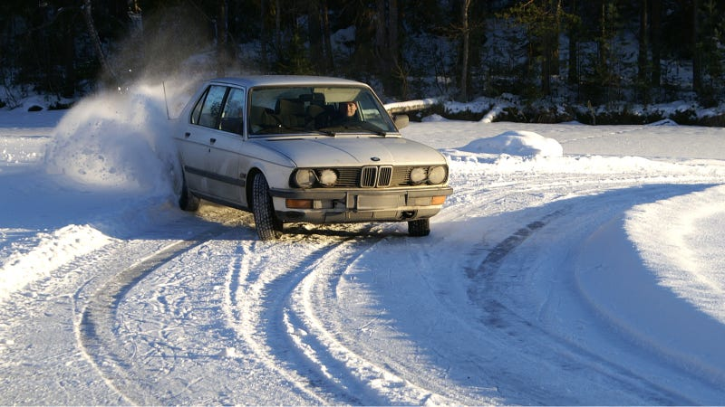Illustration for article titled Your Ridiculously Awesome BMW Snow Drift Wallpaper Is Here