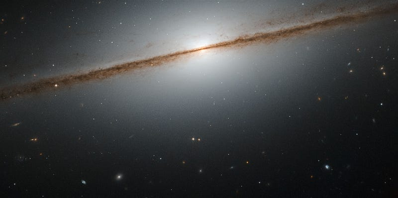 Illustration for article titled This Is What a Spiral Galaxy Looks Like Side-On