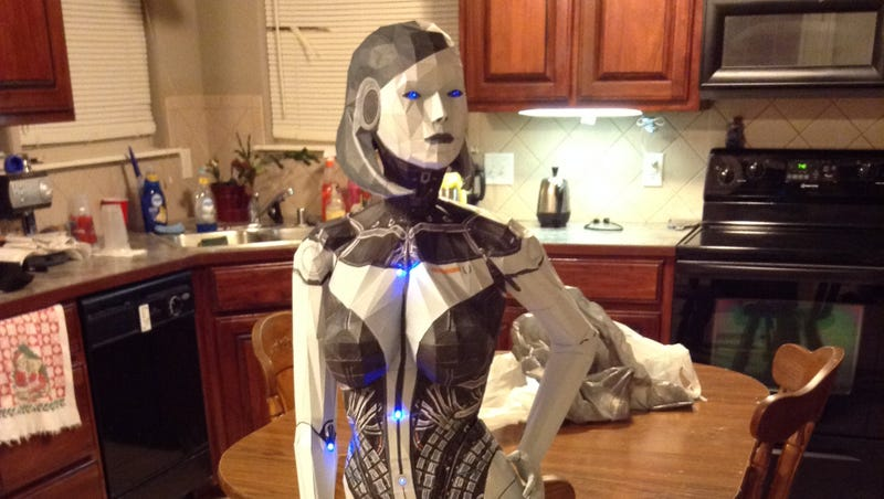 Illustration for article titled Mass Effect's Sassiest AI Looks Great When She's Made Out of Paper