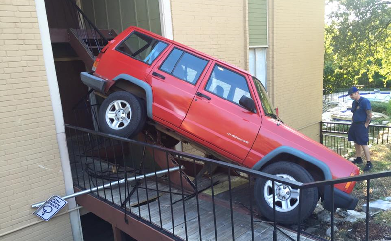 Illustration for article titled This Jeep XJ Went Off-Roading Right Into An Apartment Complex