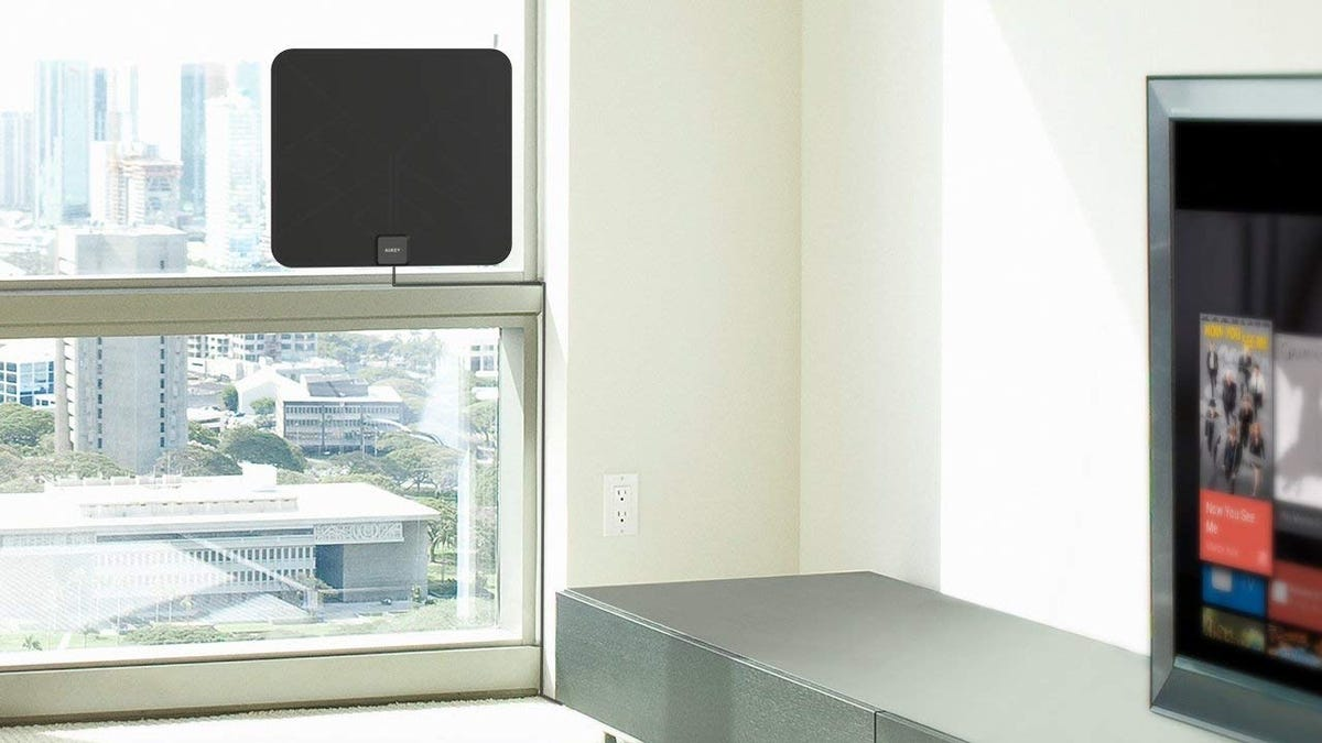 Pull in a Bunch of March Madness Games With This $8 Amplified HDTV Antenna