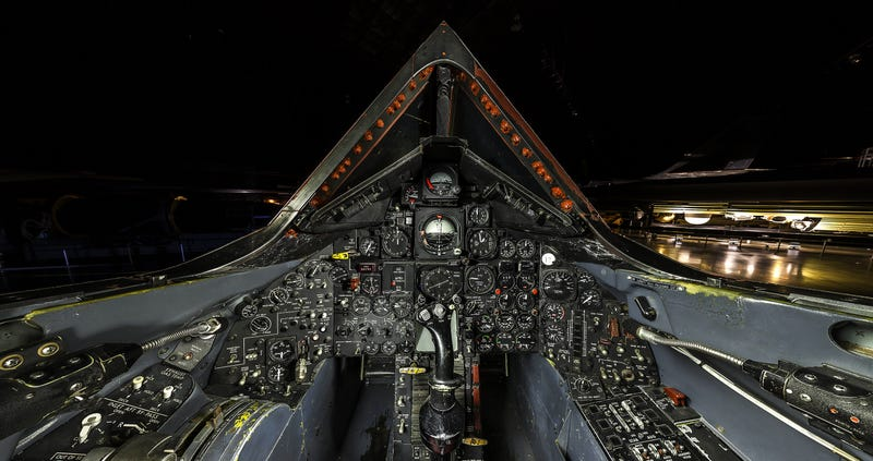 Illustration for article titled Amazing ultra-high definition photo of the SR-71 Blackbird cockpit