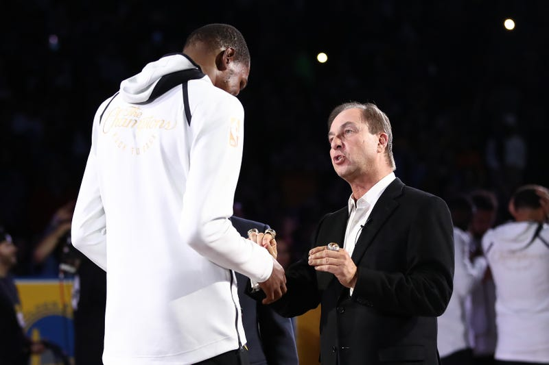 Illustration for article titled Kevin Durant Laughs Off Joe Lacob's Plea To Re-Sign With Warriors