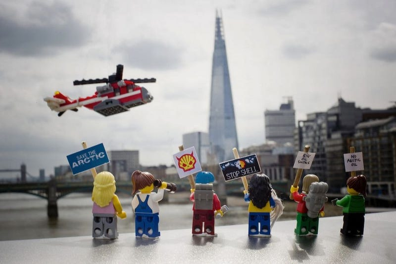 Illustration for article titled Lego will end its Shell partnership in light of Greenpeace activism