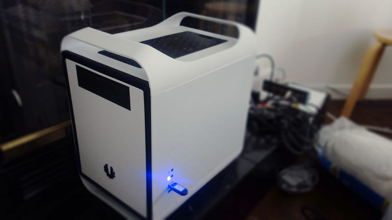 Illustration for article titled The BitFenix Prodigy Mini-ITX Computer Case Is the Perfect Compromise Between Design, Features, and Size