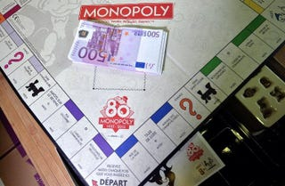 Illustration for article titled Monopoly Games Randomly Filled With Real Cash Being Sold In France