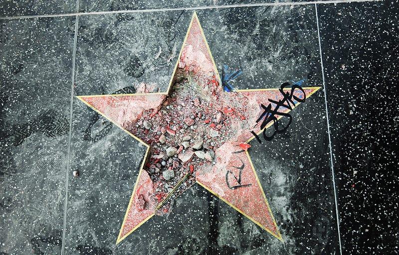 Estado en el que quedó la estrella dedicada a Trump en el Paseo de la fama