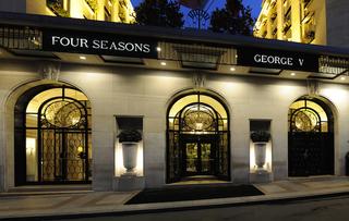 Illustration for article titled Ebben a párizsi luxushotelben NEM szállt meg Hende Csaba és kedvese
