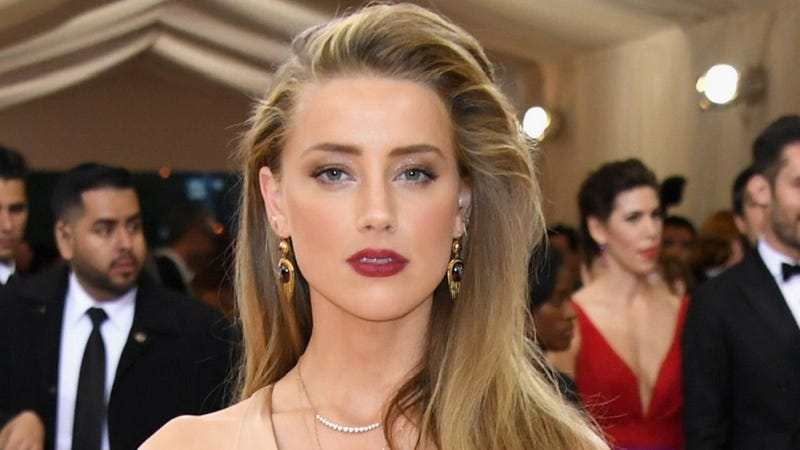 Illustration for article titled Amber Heard Says She Will Not Settle Her Domestic Violence Case