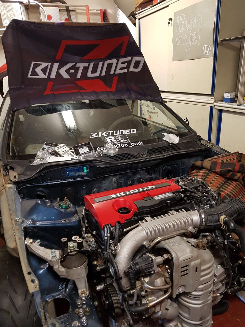 This Madman Is Stuffing A New Honda Civic Type R Motor Into A 1992