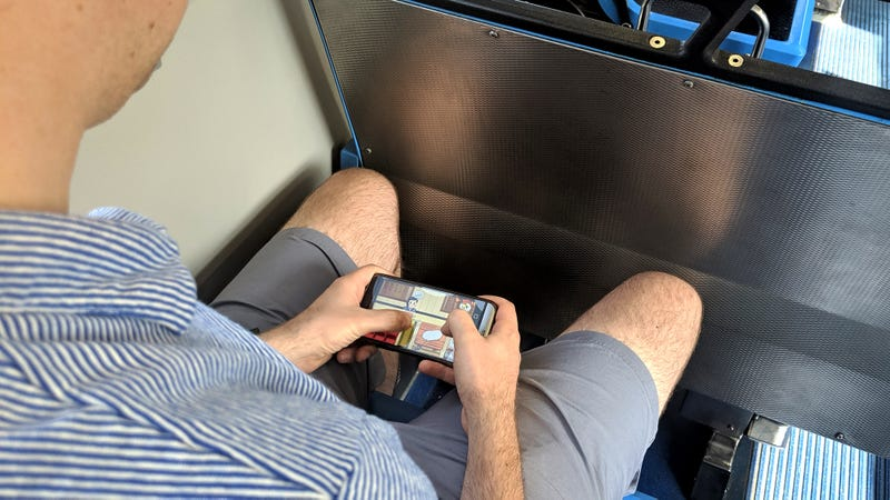Illustration for article titled Guy On Bus Really Good At Whatever Phone Game That Is