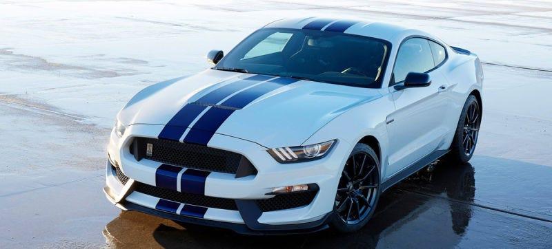 Illustration for article titled El extraño motivo por el que el tubo de escape del nuevo Ford Mustang Shelby tiene pequeños agujeros