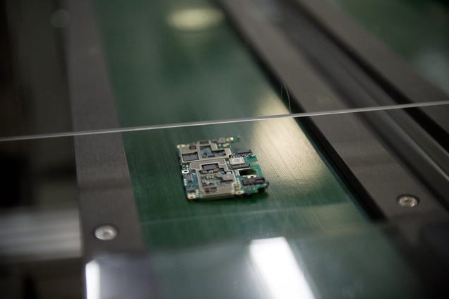 Eager for Manufacturing Independence, Feds Eye Bringing Chip Production Stateside: Report