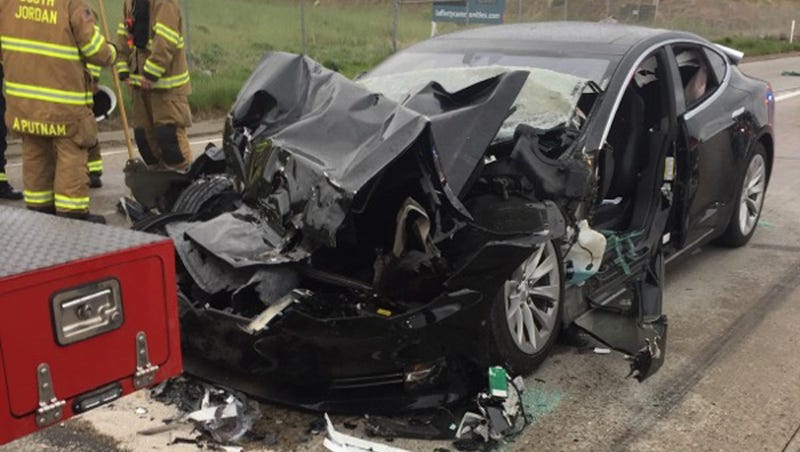 Illustration for article titled Tesla Model S Driver Says Autopilot Was On Before Crash Into Firetruck: Police