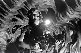Illustration for article titled Rare Set Photos Show James Remar as the Original Dwayne Hicks in Aliens