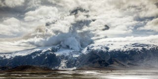 Illustration for article titled Artful Video Captures The Terrible Beauty Of Eyjafjallajökull's New Eruptions