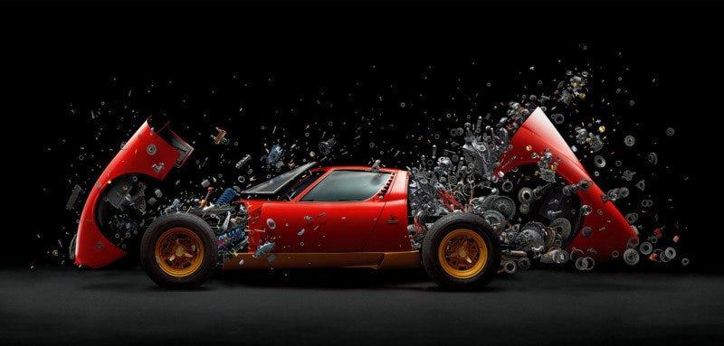 Illustration for article titled Cómo se hizo esta impresionante imagen real de un Lamborghini Miura de 2 millones de dólares desintegrándose