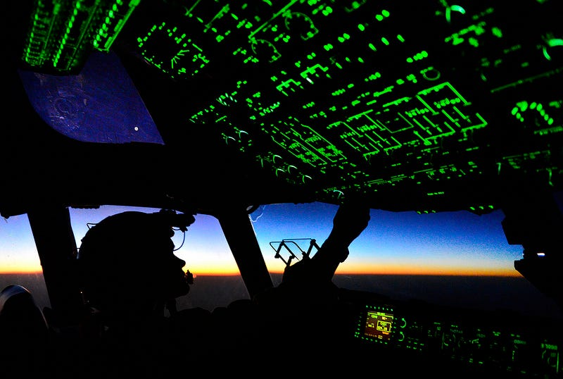 Illustration for article titled C-17 Globemaster Cockpit at Night