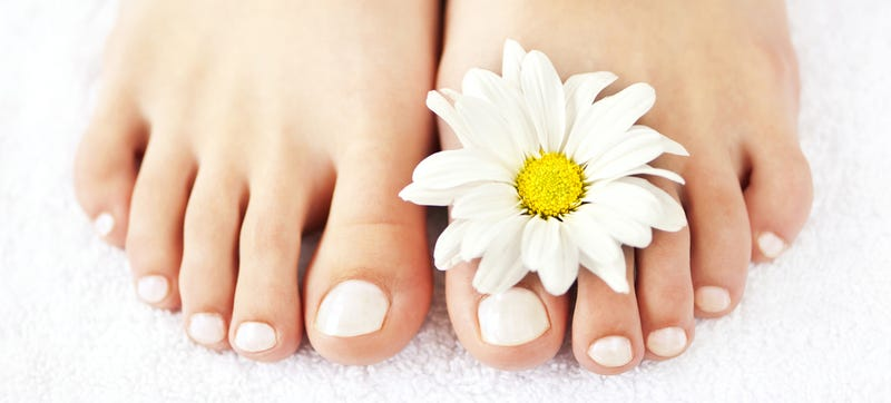 Illustration for article titled Why Toenails Turn Yellow