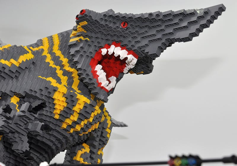 Illustration for article titled Pacific Rim's Kaiju Battles Recreated entirely out of LEGO