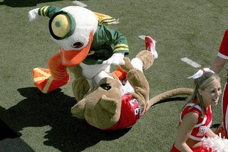 Illustration for article titled College Football Week 1 Preview: Mascot Fight To The Death