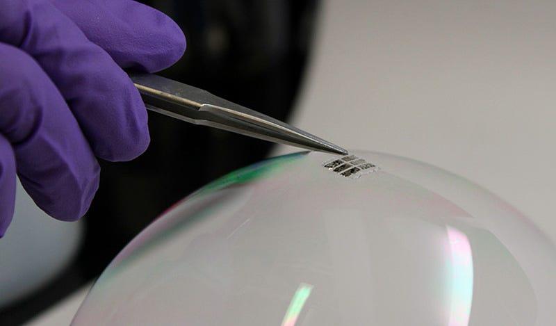 El MIT crea unas células solares tan finas que pueden aplicarse sobre cualquier material