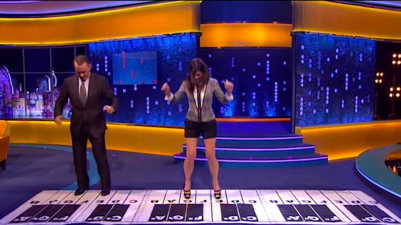 Tom Hanks and Sandra Bullock recreated the walking piano scene from Big on a British late-night show