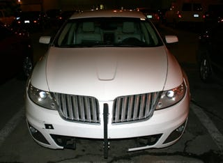 Illustration for article titled 2009 Lincoln MKS Already Busted Up