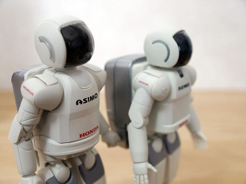 Illustration for article titled New Asimo Action Figures Are Heads Better than Old Asimos Action Figures