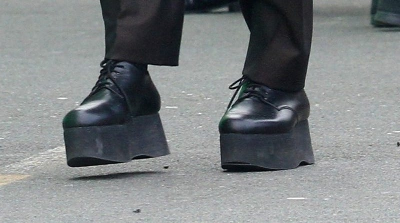 Illustration for article titled Is This Shoe OK? Robert De Niro's Platform Oxfords on the Set of The Irishman