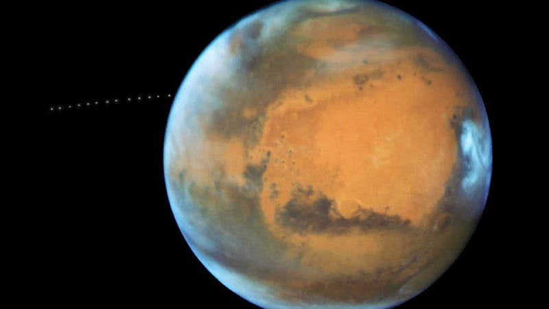 Gorgeous Hubble photo of Mars 'photobombed' by tiny moon