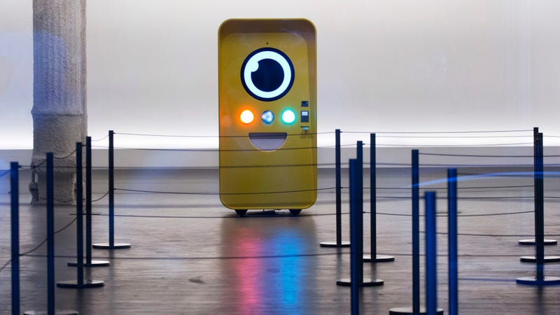 A vending machine selling Snap Inc.'s Spectacles (Image: Getty)
