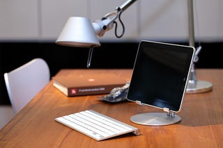 Illustration for article titled An iPad Stand That Turns The iPad Into A Mini Monitor