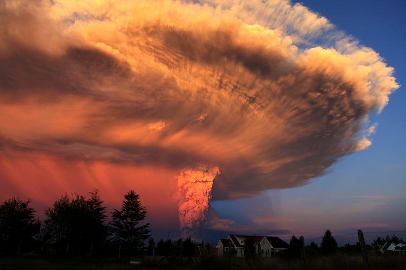 Illustration for article titled Impresionantes imágenes de la erupción del volcán Calbuco