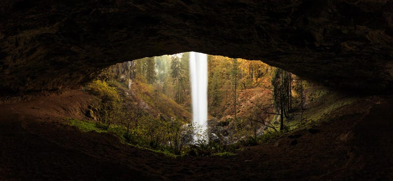 Illustration for article titled Awesome picture of a waterfall looks like the giant eye of a reptile