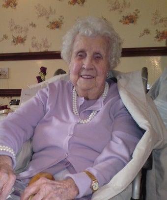 Illustration for article titled Oldest Twitterer Dies At 104