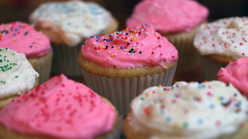 Illustration for article titled NJ Woman Charmed Her Neighbor with Cupcakes So She Could Steal His Car