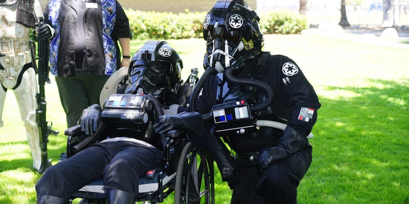 Illustration for article titled Sick Teenager Becomes A TIE Pilot In The Best Way Possible