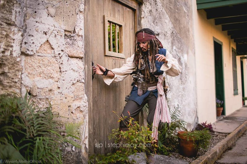 Illustration for article titled Jack Sparrow Cosplay Bends Genders, Blows Minds
