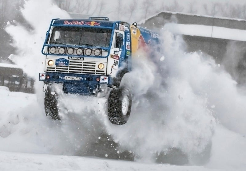 Illustration for article titled F1 Driver Hoons KAMAZ Master Race Truck Across Moscow
