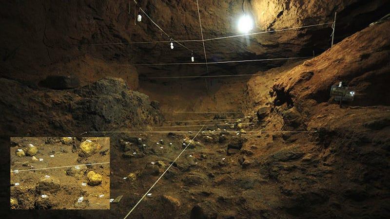 Illustration for article titled Hallan misteriosas esferas mientras exploran un túnel de Teotihuacán