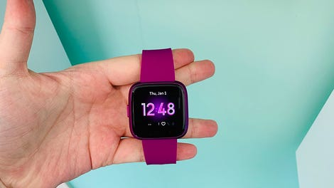 Fitbit Versa Lite Edition Review: All the Goods, Minus the Fat