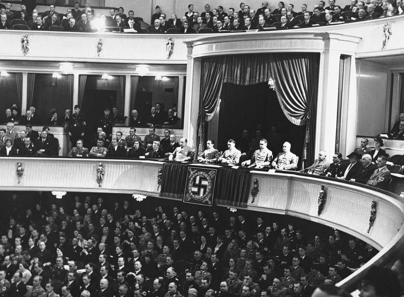 Illustration for article titled Una prueba de ADN desmonta una de las teorías de la conspiración nazi más famosas: el doble del amigo de Hitler