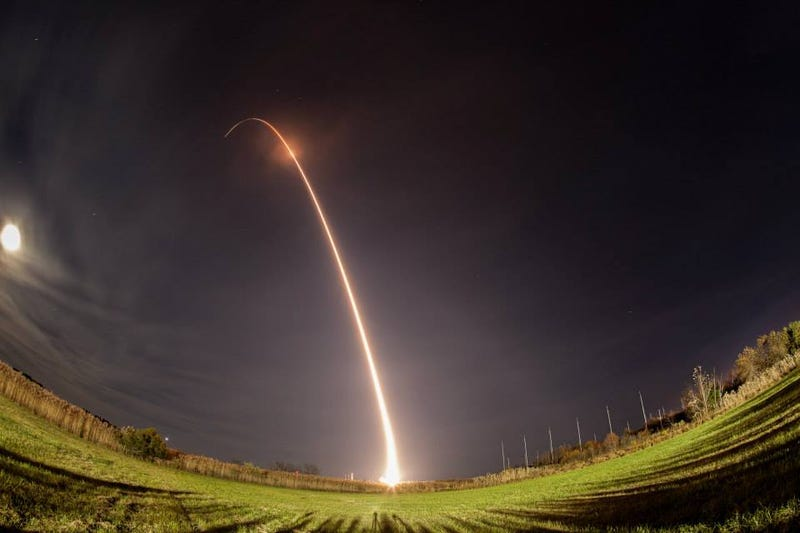 Illustration for article titled 10 Glorious Shots of Last Night's Rocket Launch, Taken By You