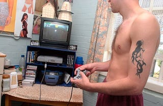 Illustration for article titled UK Prisoners Snuggle Up With Game Consoles