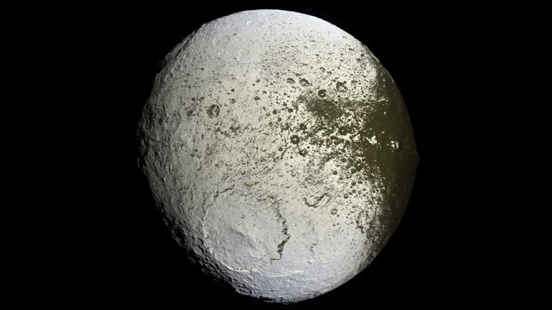 """Illustration for article titled Meet Iapetus, Saturn's mysterious """"yin-yang"""" moon"""