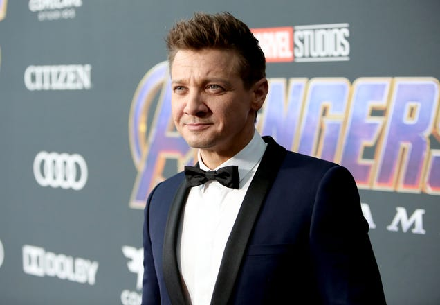 Jeremy Renner's out here trying to single-handedly save Spider-Man from Sony